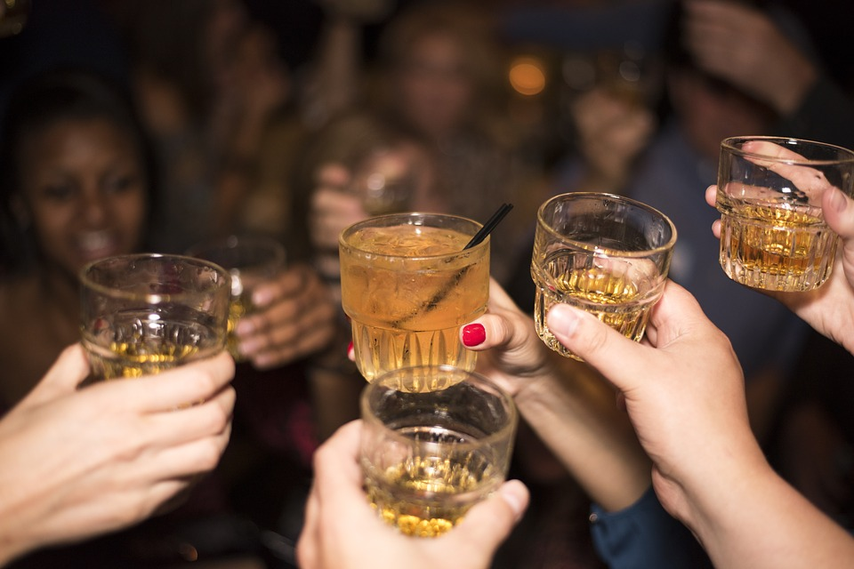 College parties are not always a safe place. There's drugs, drinking, and no parents, so bad things are bound to happen. Here are a few drinking rules to help you stay safe while at a college party.